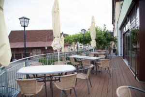 Überblick über die Terrasse vom Gasthof zum Löwen bei Langenenslingen
